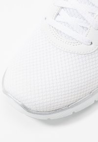 Skechers Sport - FLEX APPEAL 3.0 - Zapatillas - white/silver - 2