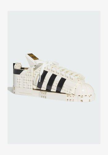 adidas x LEGO - ORIGINALS SUPERSTAR - Altri accessori - white