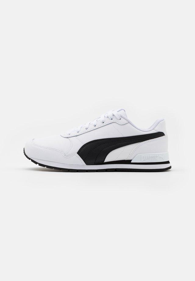 ST RUNNER V2 FULL UNISEX - Trainers - white/black