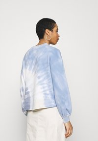 Abercrombie & Fitch - TERRY CUTOFF CREW PATTERN - Sweatshirt - blue - 2