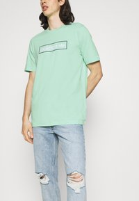 adidas Originals - LINEAR LOGO TEE - T-shirt con stampa - clear mint - 3