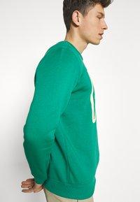 GAP - LOGO - Bluza - green shade - 4