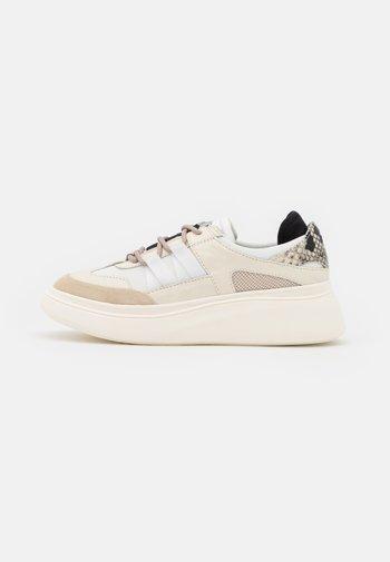 DOUBLE MUSEUM - Sneakersy niskie - beige