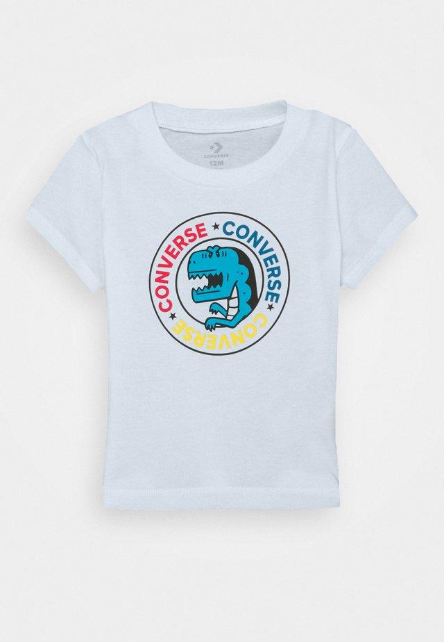 DINO WORDMARK TEE - T-shirt z nadrukiem - white