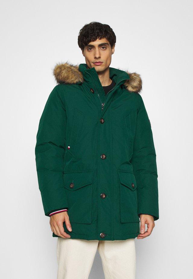HAMPTON PARKA - Down coat - green