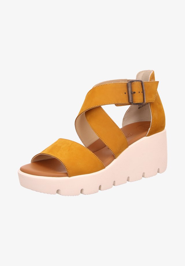 Wedge sandals - gelb