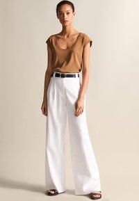 Massimo Dutti - Basic T-shirt - brown - 3