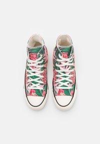 Converse - CHUCK TAYLOR ALL STAR JUNGLE SCENE UNISEX - Sneakersy wysokie - egret/pink/black - 3