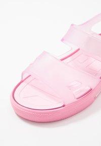 IGOR - MALIBU - Sandały kąpielowe - rosa - 2