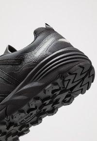Hi-Tec - V-LITE TRAIL RACER LOW WOMENS - Trail running shoes - black - 6