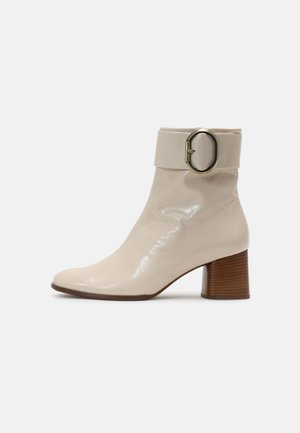 CHARLET - Kotníkové boty - nude