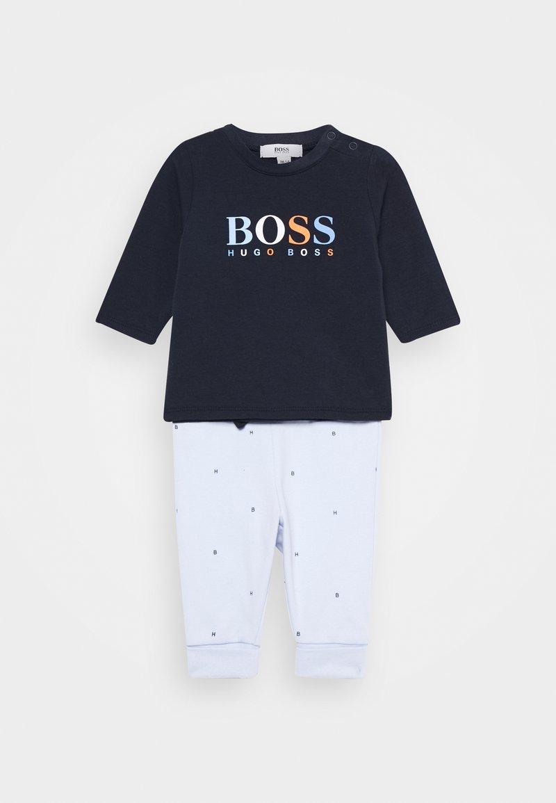 BOSS Kidswear - BABY SET - Pantalones deportivos - navypale blue