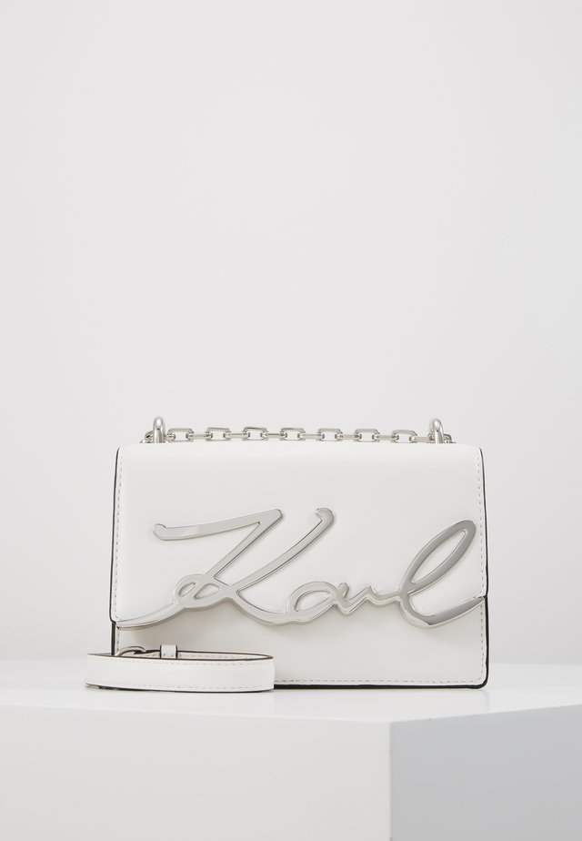 SIGNATURE SMALL SHOULDERBAG - Sac bandoulière - white