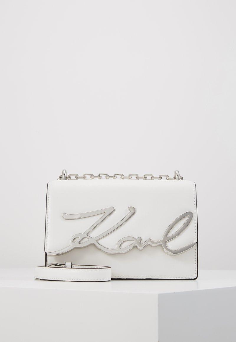 KARL LAGERFELD - SIGNATURE SMALL SHOULDERBAG - Across body bag - white