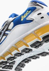 ASICS SportStyle - GEL-KAYANO 5 360 - Trainers - white/black - 8