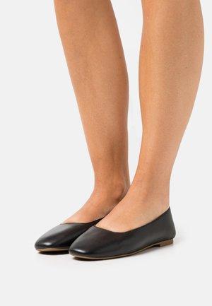 CORY TOE FLAT - Ballet pumps - true black