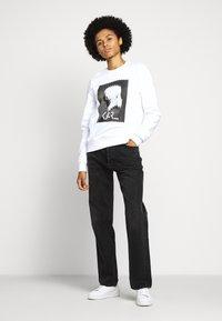 KARL LAGERFELD - LEGEND PRINT - Sweatshirt - white - 1