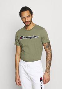 Champion Rochester - CREWNECK  - T-shirt imprimé - olive - 0