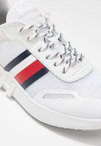 Tommy Hilfiger - TOMMY SPORTY BRANDED RUNNER - Trainers - white - 2