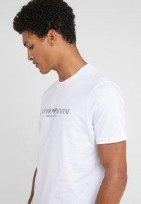 Emporio Armani - EAGLE BRAND - T-shirt med print - bianco ottico - 4