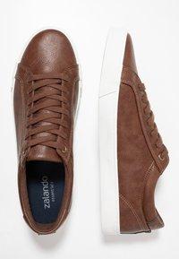 Zalando Essentials - Sneakersy niskie - brown - 1