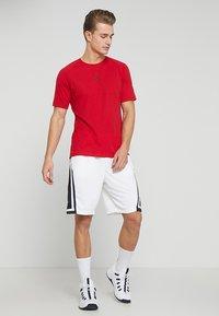 Jordan - ALPHA DRY - T-shirts print - gym red/black - 1