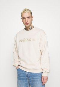 adidas Originals - CREW UNISEX - Sweatshirt - halo ivory - 0