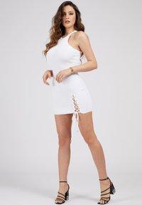 Guess - ALEXA TIE  - Shift dress - weiß - 1