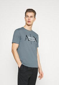 Armani Exchange - T-shirt med print - stormy weather - 0