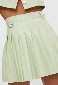 Bershka - MIT KELLERFALTEN - Pleated skirt - green - 2