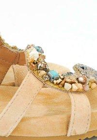 Alma en Pena - MALIKU - Sandals - sand - 4