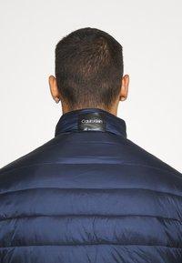 Calvin Klein - LIGHT WEIGHT SIDE LOGO JACKET - Giacca da mezza stagione - blue - 5