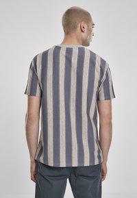 Urban Classics - T-shirt z nadrukiem - vintageblue - 2