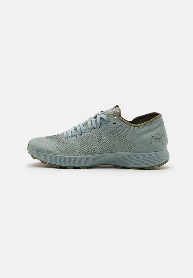 NORVAN SL 2 W - Chaussures de running - immersion/light tatsu