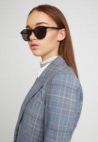 HUGO - Sluneční brýle - havgrey - 3