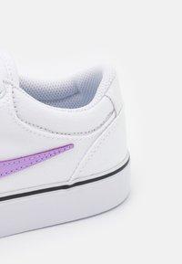 Nike SB - CHRON 2 UNISEX - Trainers - white/lilac/black - 5