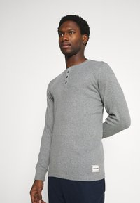 Jack & Jones - JACHENRIK 2 PACK - Pyjama top - grey melange/blanc de blanc - 3