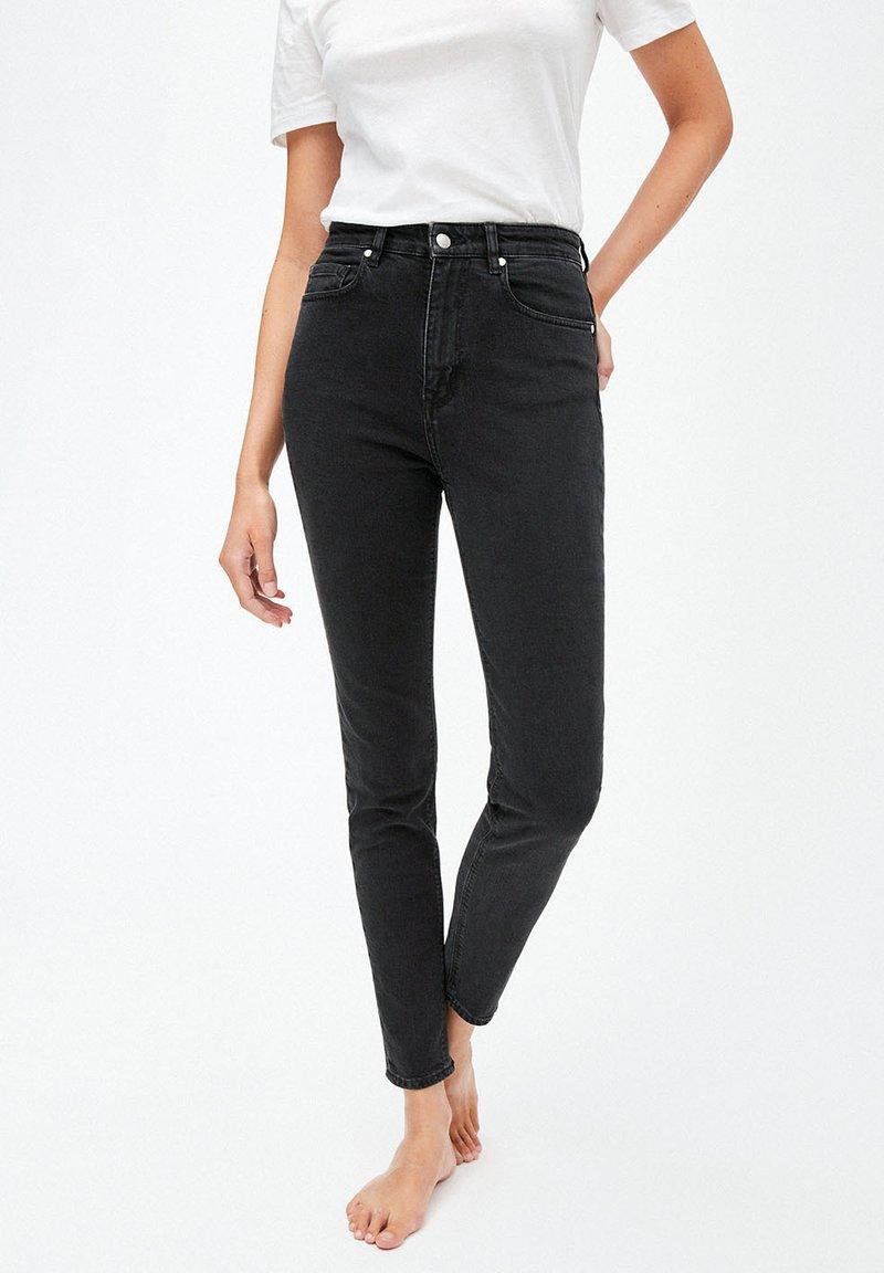 ARMEDANGELS - INGAA - Slim fit jeans - washed down black