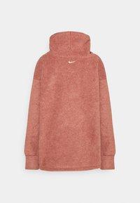 Nike Performance - COZY COWL - Fleece jumper - claystone red/metallic gold - 1