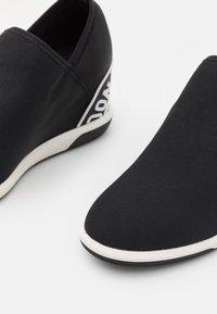 DKNY - CHRISTINA WEDGE - Trainers - black - 6
