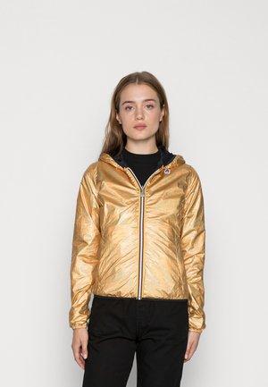 PLUS DOUBLE METAL - Light jacket - gold