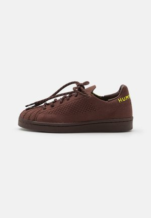 PW SUPERSTAR PK UNISEX - Sneaker low - auburn/bright yello/brown