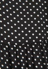 Vero Moda Curve - VMFIE SHORT DRESS - Denní šaty - black/birch dot - 4