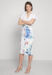Ted Baker - NERRIS - Pouzdrové šaty - white - 0