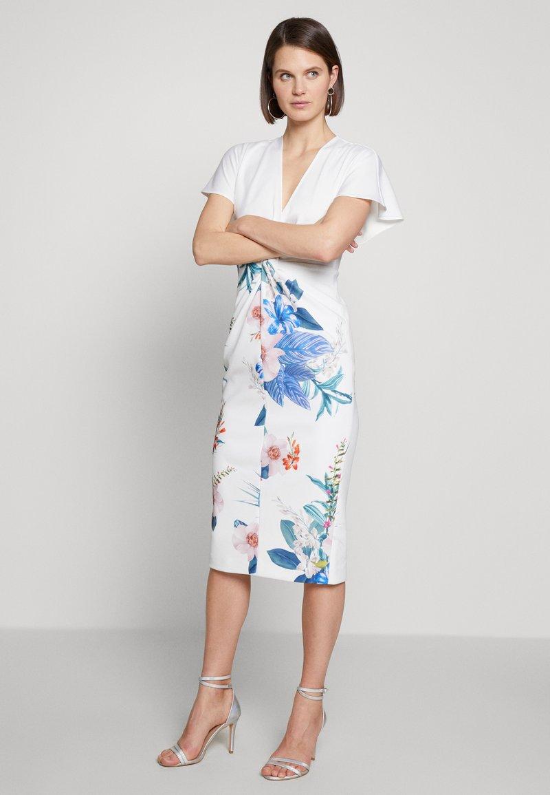 Ted Baker - NERRIS - Pouzdrové šaty - white