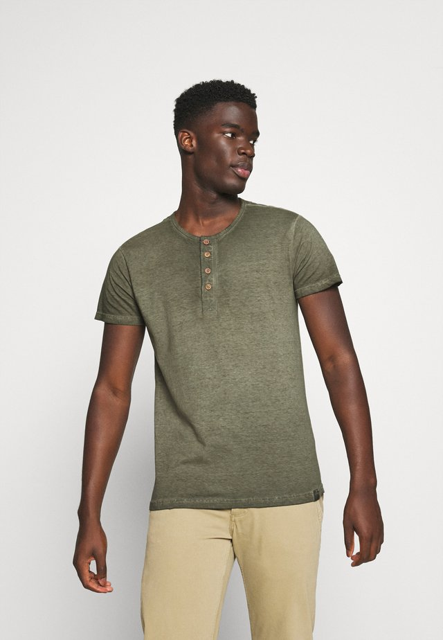 KESWICK - Basic T-shirt - army