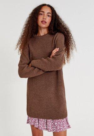 MIT LANGEN ÄRMELN - Jumper dress - brown