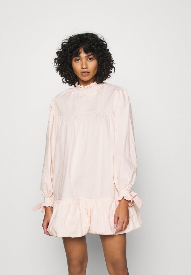 TIE LONG SLEEVE PUFF HEM MINI DRESS WITH HIGH NECK - Sukienka letnia - blush