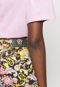 Versace Jeans Couture - LADY - Shorts - black - 3