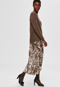 Selected Femme - A-line skirt - sandshell - 3